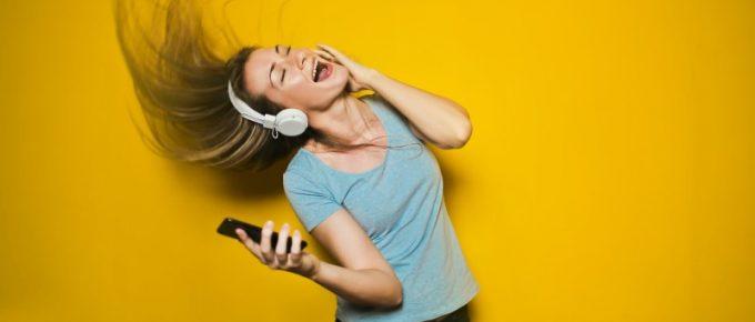 Best Headphones Under 3000
